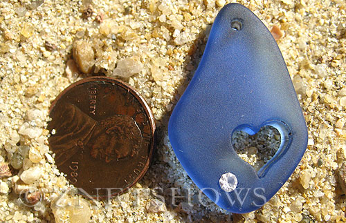 Cultured Sea Glass carved Pendants  <b>32x20mm</b> 33-Royal Blue Carved heart, rhinestone may come off, to be discontinued, 50% discount has been applied, no returns   per  <b>1-pc-bag</b>