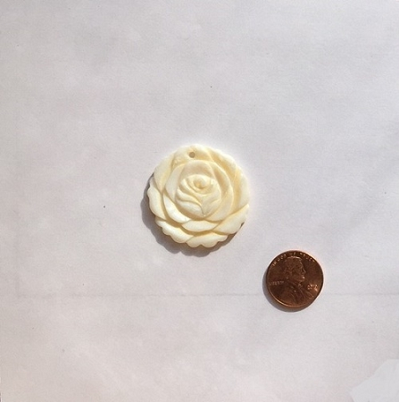 shell - white  rose flower Pendants <b>33mm</b>  carved   per   <b>Piece</b>