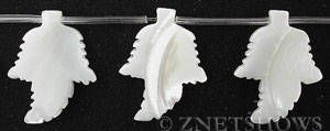 mother of pearl white color leaf Pendants <b>25x20mm</b>     per   <b> 17-pc-str</b>